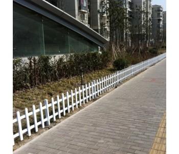 现货供应塑钢PVC草坪护栏围栏公园小区别墅学校绿化带隔离栅栏