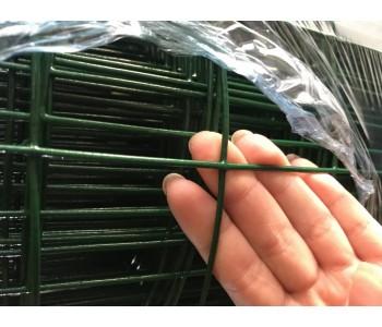 厂家现货批发荷兰网绿色铁丝网包塑电焊网圈地养殖专用护栏网